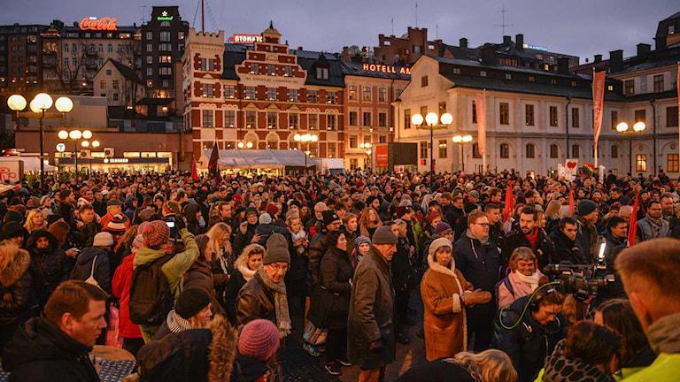 Flera tusen deltog vid demonstrationen mot rasism. Foto: Henrik Montgomery / TT