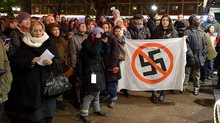 Linje 17 höll en antirasism-manifestation i Kärrtorp, ett år efter manifestationen som attackerades av en grupp nazister. Foto: Janerik Henriksson/TT