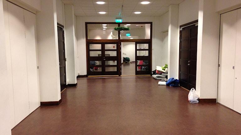 Vissa hemlösa får sova i hallen i Filadelfiakyrkans källare. Foto: Helena Björk/Sveriges Radio