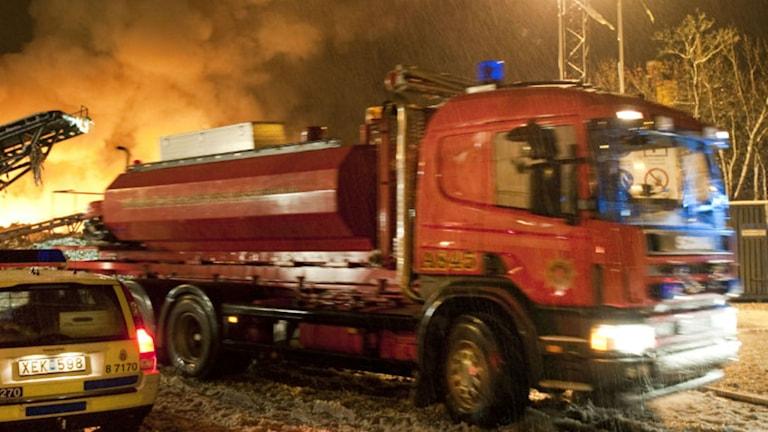 Räddningstjänsten fick larmet om branden i Åkersberga vid tolvtiden i natt.
