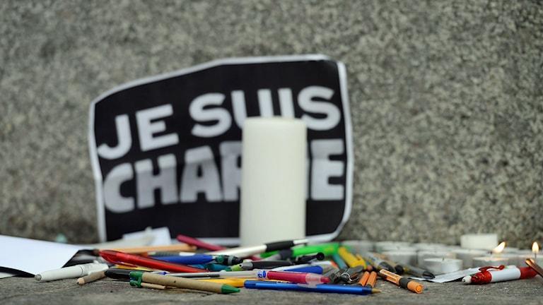 Minnesplats efter terrordåd i Paris