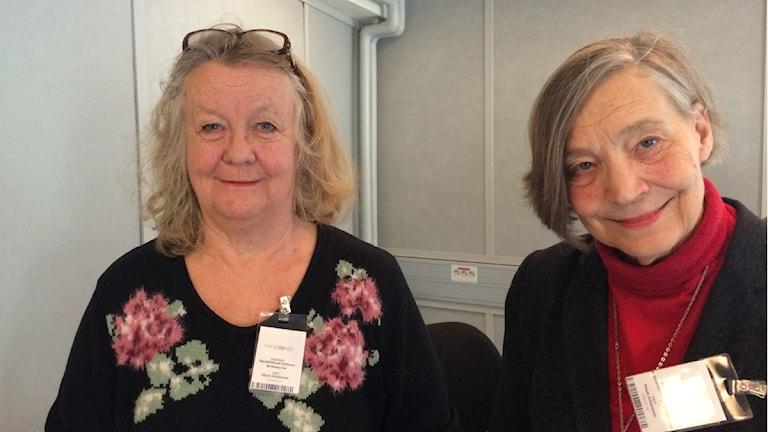 Maria Wiklund Karlsson, ordförande för Amazona, bröstcancerförening i Stockholm och Birgit Feychting, ordförande i Gyncancerföreningen GCF i Stockholm. Foto: Maud Johansson/SR