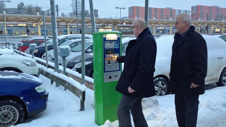 Parkeringen vid Flemmingsbergs station. Foto: Sara Cosar /Sveriges Radio.