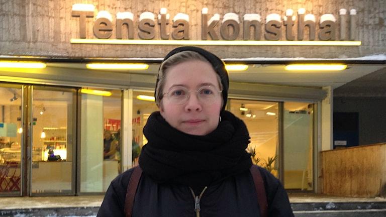 Sofia Hultin är konstnären som arrangerar lesbiska stadsvandringar i Tensta. Foto: Max Pröckl / Sveriges Radio