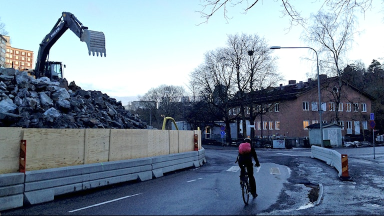 Så här nära bygget ligger Grangårdens förskola (t h) Foto. Robin Oljelund Kjellberg/Sveriges Radio