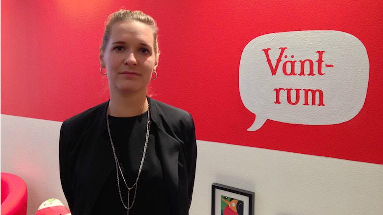 Psykologen Josefin Michanek på Rädda Barnens mottagning. Foto: Robin Oljelund Kjellberg/Sveriges Radio