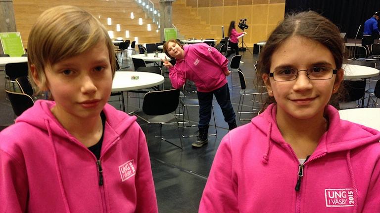Isak Håkansson och Sara Shamsizadeh. Foto: Björn Lindberg /Sveriges Radio.