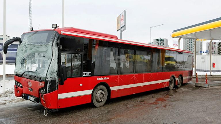 Bussarna krockade vid Roslags-Näsby i Täby. Foto: Christine Olsson / TT