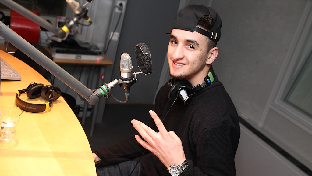 Hamza Rifi Bougamza i P4 Stockholm. Foto: Helen Ling /Sveriges Radio.
