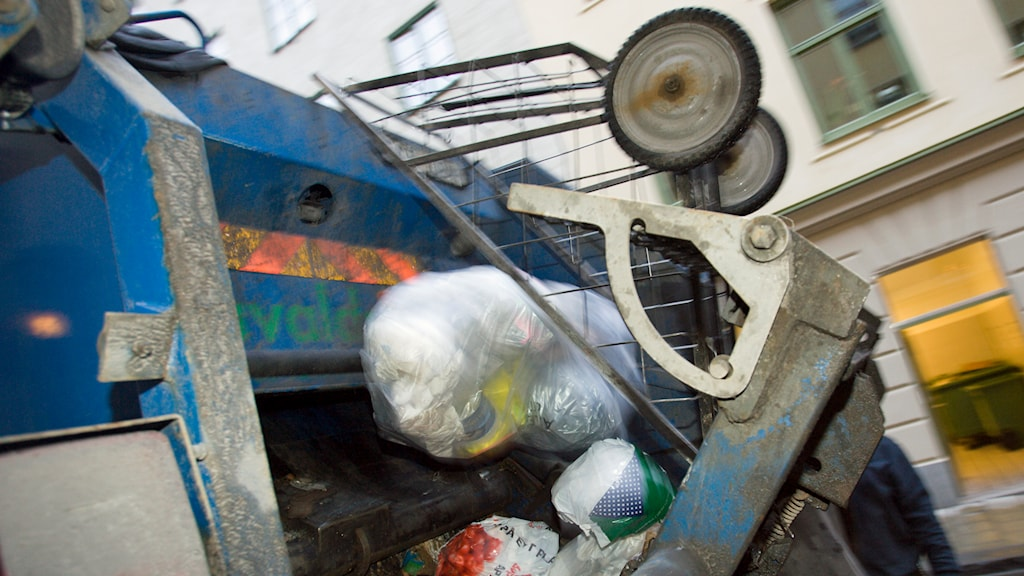 Sopor töms i en sopbil. Foto: Henrik Montgomery /TT.