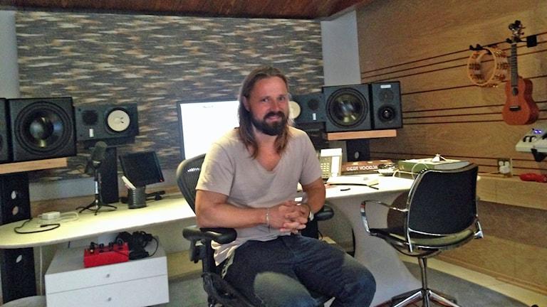 Max Martin i studion. Foto: Sveriges Radio