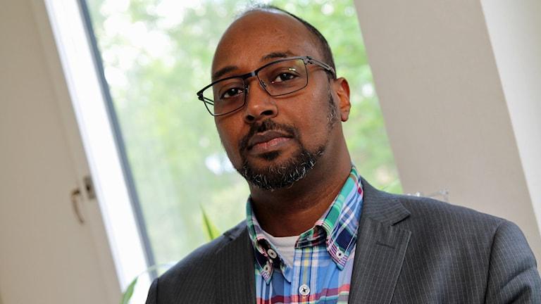 Ibrahim Bouraleh från Islamiska Förbundet i Järva och Islamiska Kultur Center i Rinkeby. Foto: Helen Ling /Sveriges Radio.