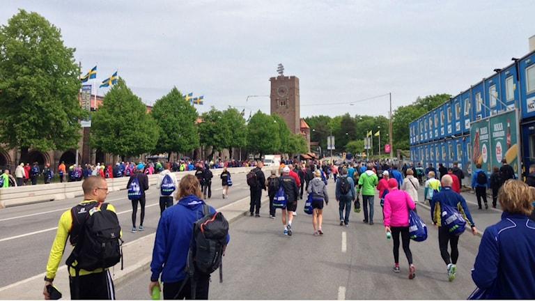 Löpare på väg till starten vid Stockholms stadion. Foto: Otto Marand /Sveriges Radio.