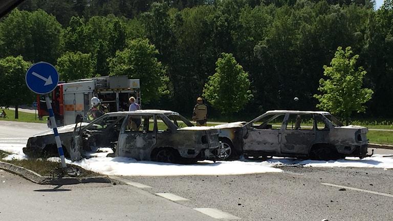 Två utbrända bilar mellan Sätra och Skärholmen. Foto: Agapi Kosmidou.