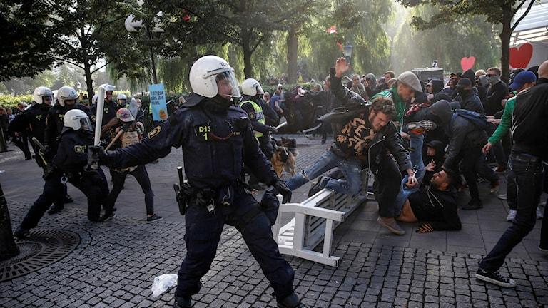 Polizei, gewalttätige Demonstrtaion Foto: Fredrik Persson / TT.