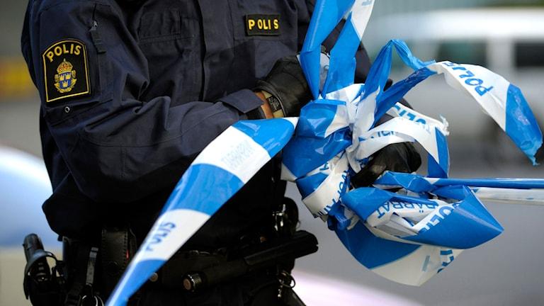 Polis tar bort avspärrning