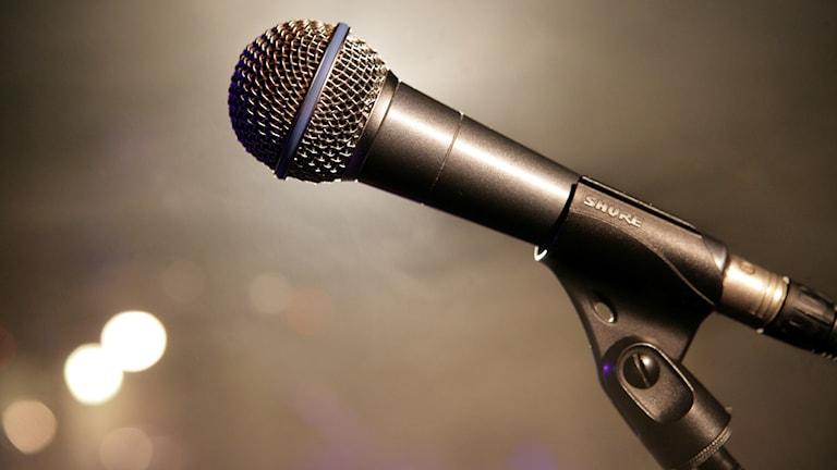En mikrofon på en scen. Foto Fredrik Sandberg/TT