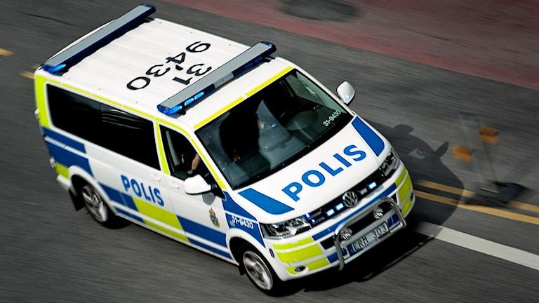 En polisbil under utryckning. Foto: Erik Mårtensson/TT