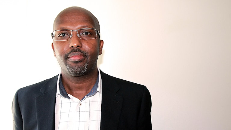Abdi-Nur Isse, samordnare mot våldsbejakande extremism i Stockholm. Foto: Madeleine Rollenhagen/Sveriges Radio