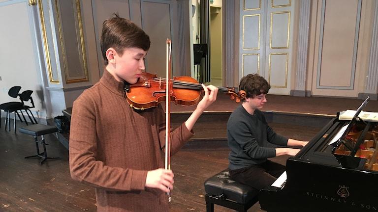 16-årige violinisten Daniel Lozakovitj från Stockholm