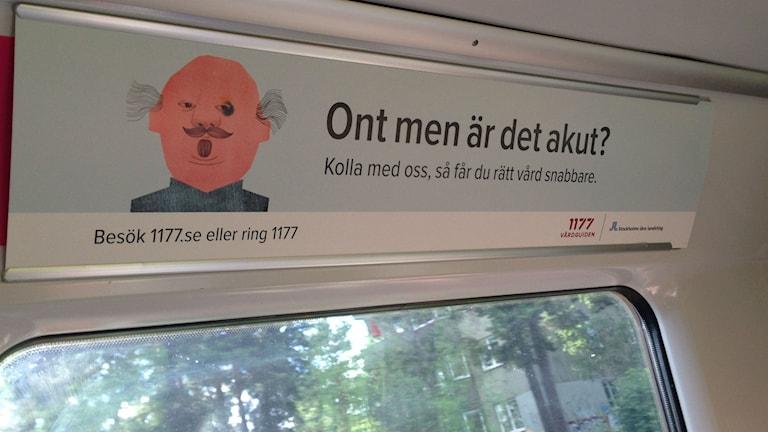 Reklam för Vårdguiden på tunnelbanan. Foto: Johanna Sjöqvist Harland/Sveriges radio.