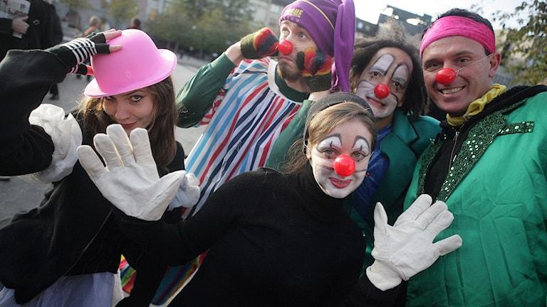 Clowner utan gränser samlade ihop clowner från hela Stockholm för en marsch från Sergelstorg till Kungsträdgården till stöd för världens barn. Foto: Fredrik Persson/TT