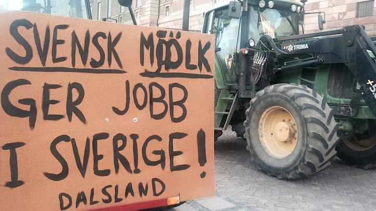 Traktordemonstration på Mynttorget. Foto: Anders Hildemar Ohlsson/Sveriges Radio