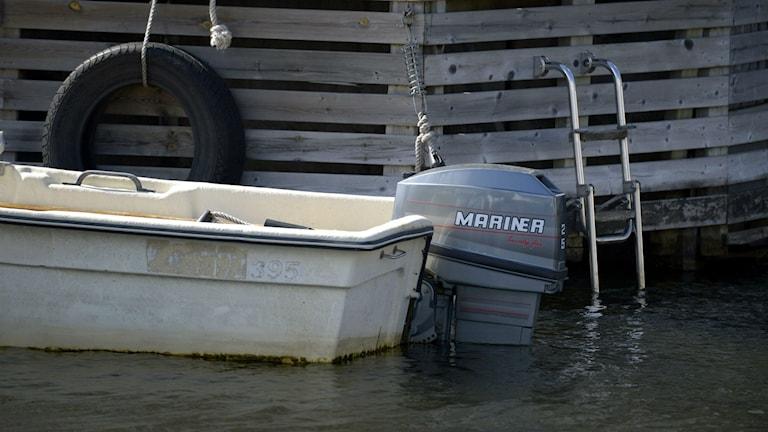 Båt med utombordsmotor. Foto: Janerik Henriksson / TT