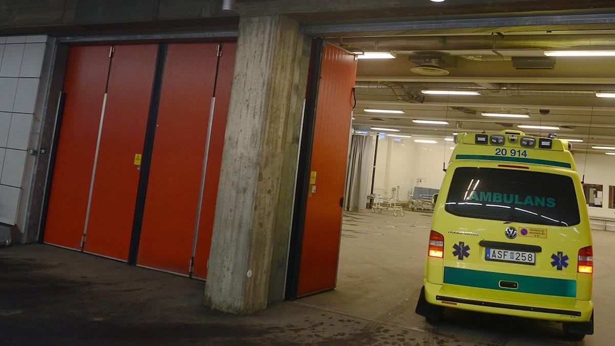 Ambulansintaget på akuten vid Karolinska Universitetssjukhuset i Huddinge (arkivbild). Foto: Johan Nilsson/TT