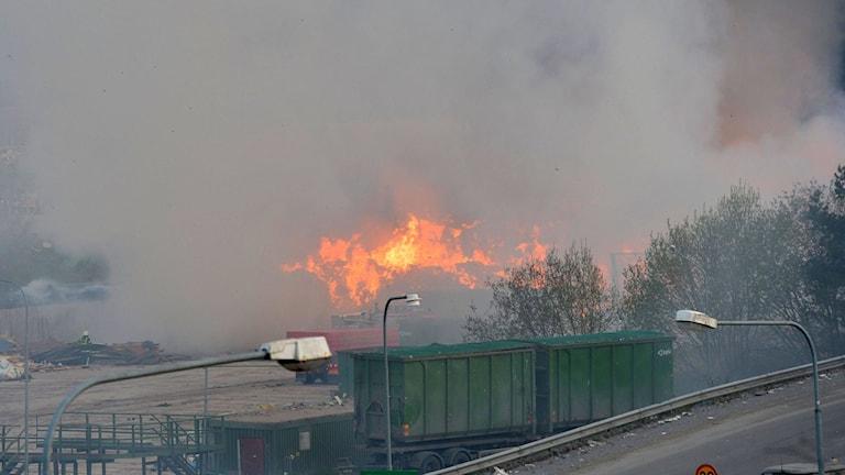 En bild från en brand på återvinningscentralen i Gladökvarn 2013. Arkivfoto: Jonas Ekströmer / TT.