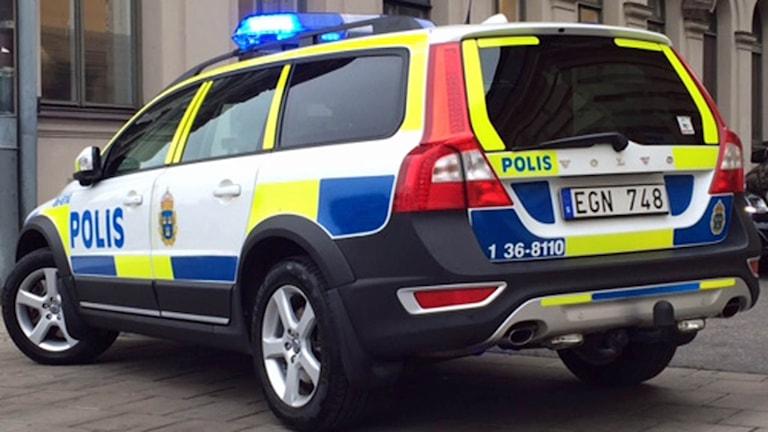 Polisbil på uppdrag (arkivbild).