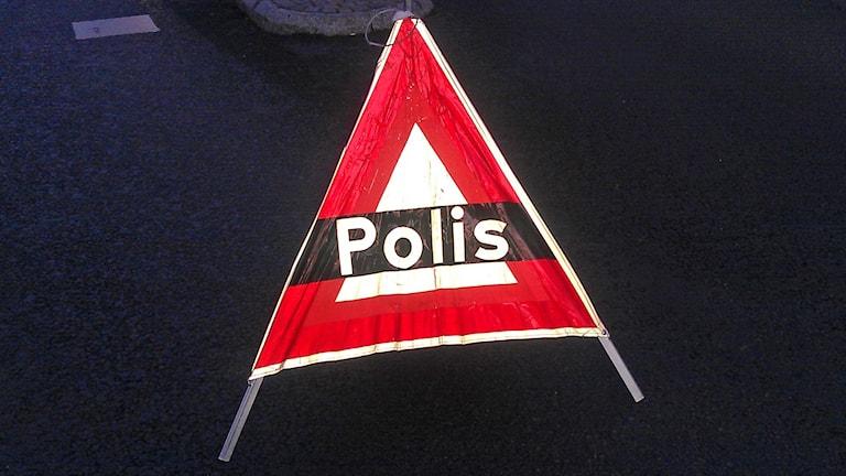 Polisskylt (arkivbild). Foto: August Bergkvist/Sveriges Radio