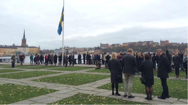 Vid Stadshuset i Stockholm hölls en tyst minut idag. Foto: Daniel Klaar/SR
