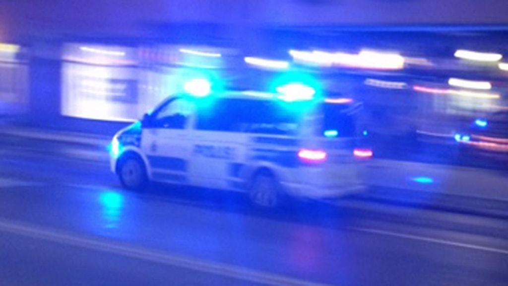 Polisbil på utryckning (arkivbild).
