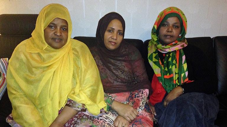 Några medlemmar från Somaliska Kvinnoföreningen i Husby. De vill ha fler affärslokaler att driva näringsverksamhet i. Ordförande Salada Hassan till vänster.