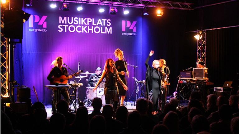 Petra Marklund med band på Musikplats Stockholm. Foto: Lars-Åke Gustavsson/Sveriges Radio