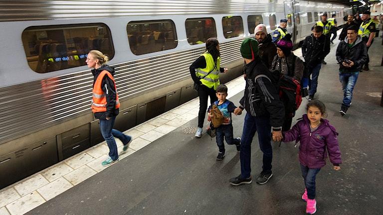 Flyktingar på Stockholms centralstation. Foto: Fredrik Sandberg/TT