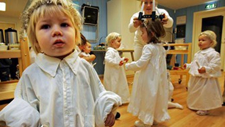 Barn som firar lucia