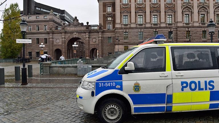 Polisbil utanför riksdagshuset
