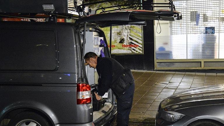 Polisen utreder ett misstänkt mord på Södermalm. Foto: Johan Nilsson/TT