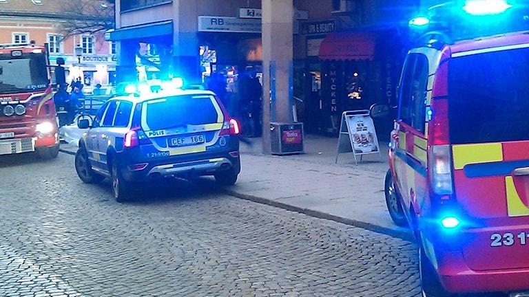 Brandbilar och polisbil på uppdrag (arkivbild). Foto: August Bergkvist/Sveriges Radio