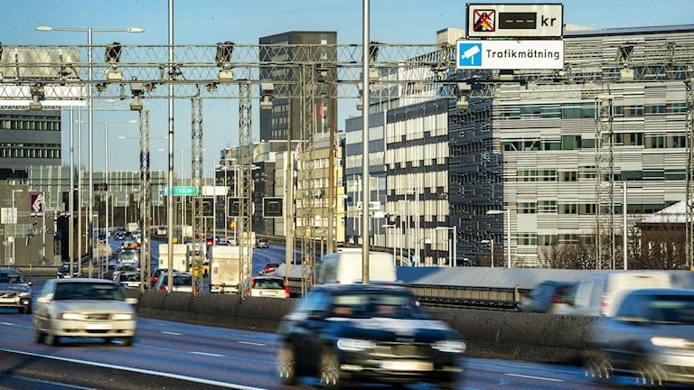 Den införda trängselskatten på Essingeleden verkar ge effekt. Foto: Marcus Ericsson / TT