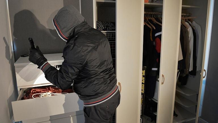Viveka hörde inbrottstjuven i hallen. Plötsligt tittade mannen in i sovrummet. Foto: Anders Wiklund/TT