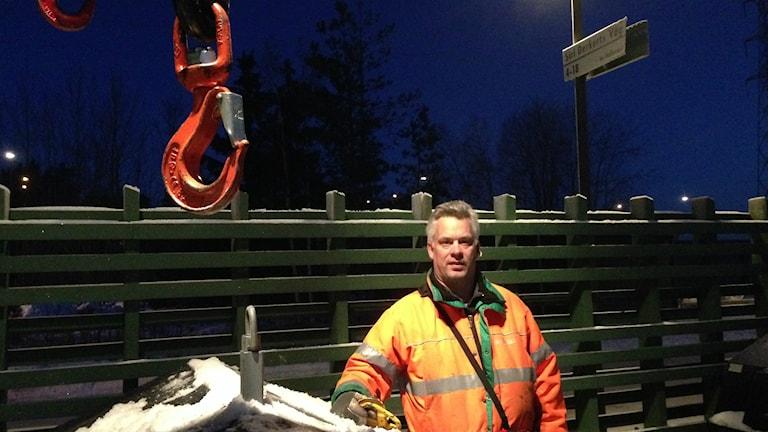 Rickard Helsing och hans kollegor på Ragn-Sells har haft ett par intensiva veckor efter nyår. Nu ska hämtningen börja fungera som planerat igen. Foto: Otto Marand/SR