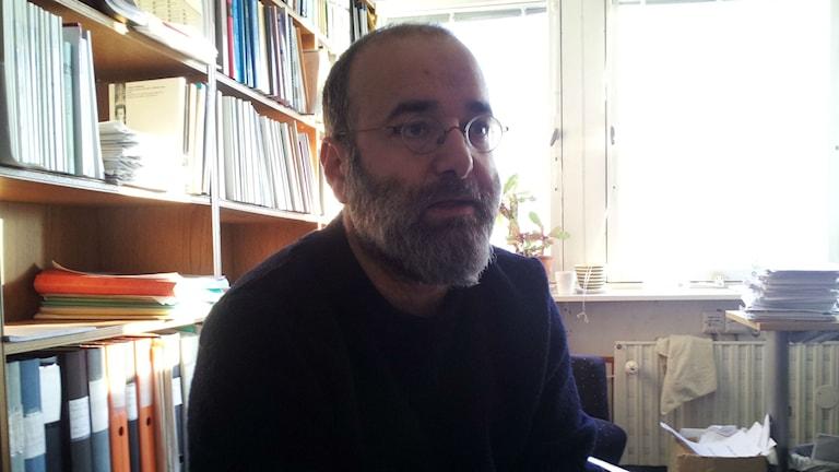 Felipe Estrada, professor i kriminologi ska vara med att göra undersökningen