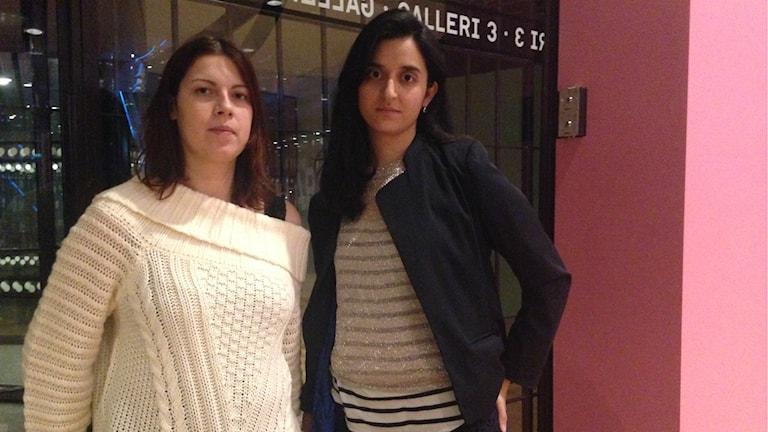 Vian Tahir och Farida Al-Abani tycker dagens pensionssystem diskirminerar invandrare. Foto: Christy Chamy/Sveriges Radio.