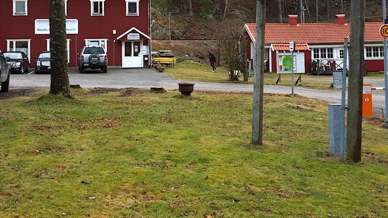 P4 Stockholm på plats vid flyktingboendet i Nynäshamn