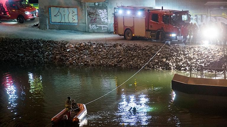 Räddningsarbete i Södertälje kanal