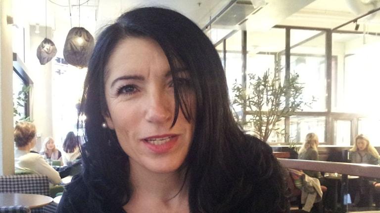 Amineh Kakabaveh, ordförande för föreningen varken hora eller kuvad. Foto: Peter Johansson/Sveriges Radio