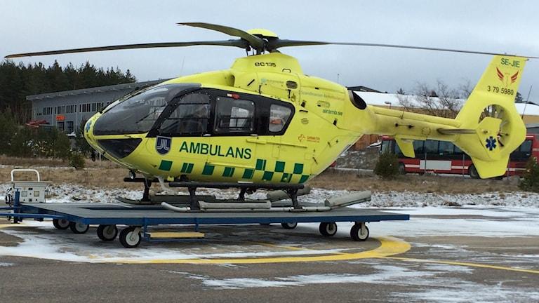 Den nuvarande heltidshelikoptern på väg till service.